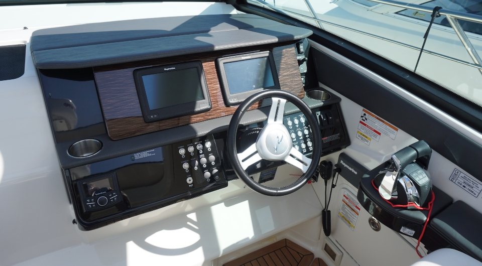 SEA RAY SUNDANCER 320